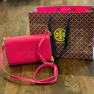 Tory Burch Crossbody Bombe purse in Pink/Fuchsia